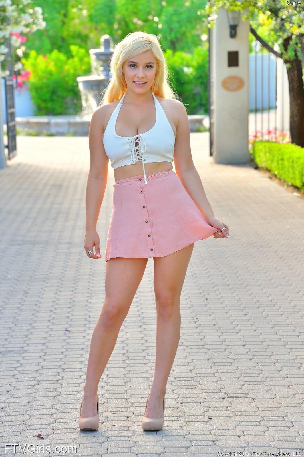 Busen Erotik-Fotomodell Bonnie - Erotik-Model-Blog