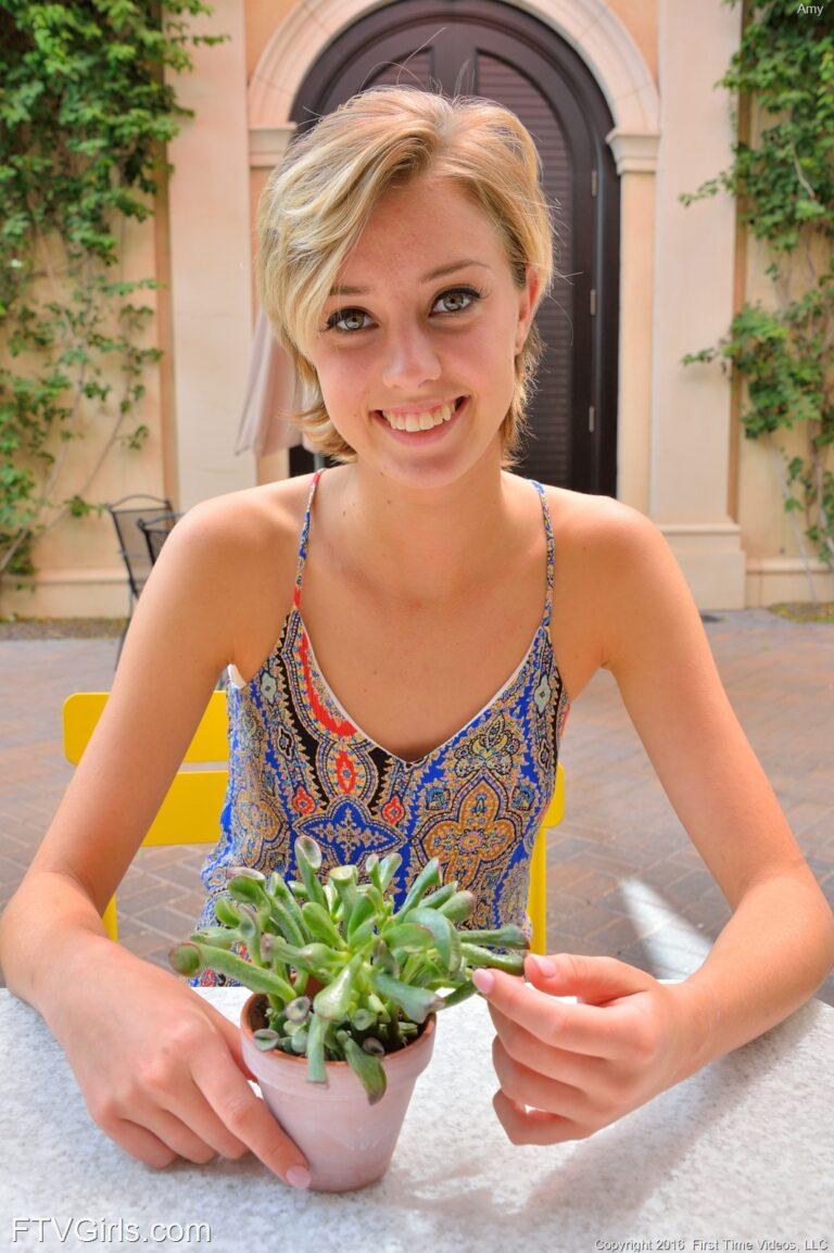 Anal Erotic Photo Model Amy
